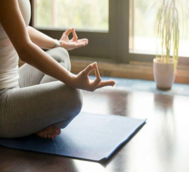 Evita el Jetlag con Ejercicios de Yoga
