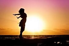 Sé Feliz, Transforma Tu Vida en un Camino Lleno de Triunfos